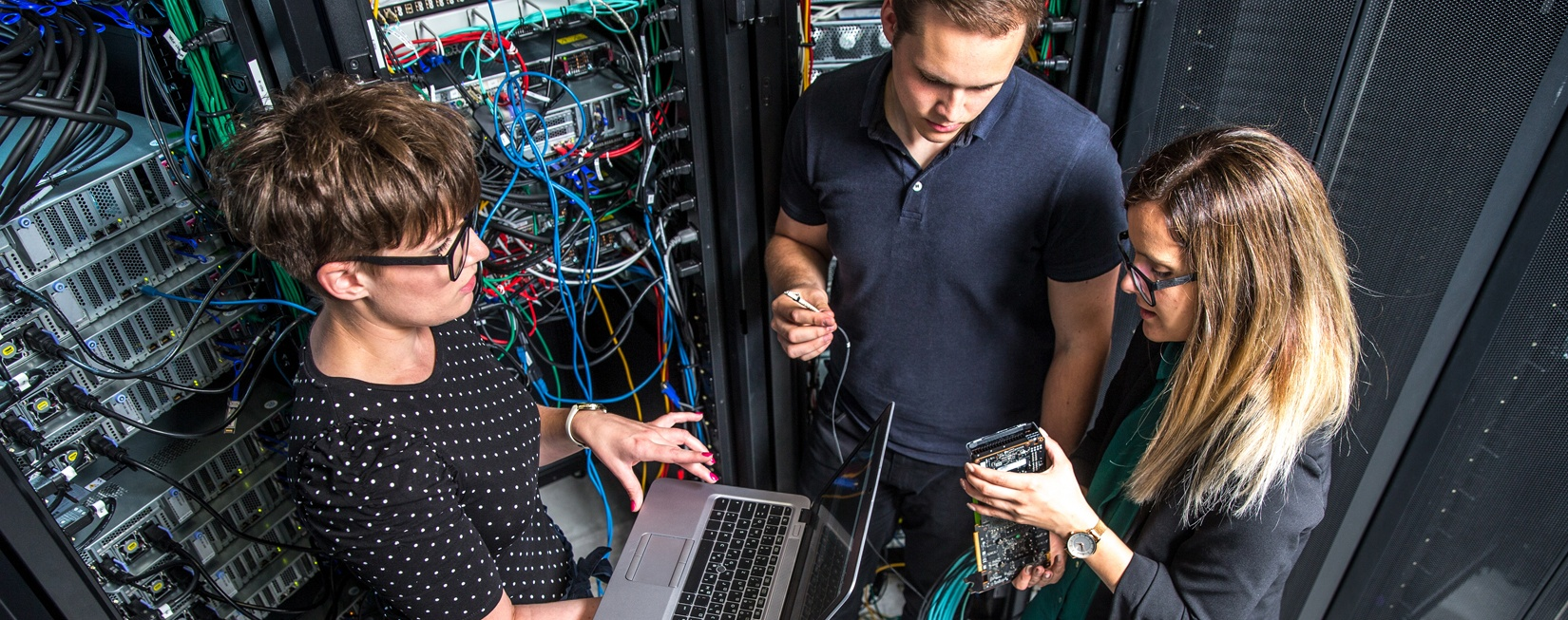 benefits of using a ups with servers in your disaster recovery plan